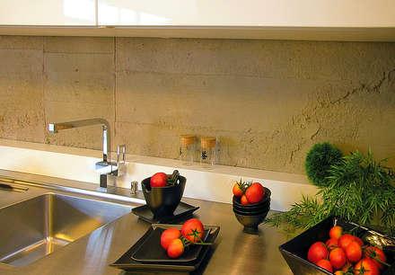 Küchenrückwand in Betonoptik: industriale Küche von Der Rieger Exclusiv