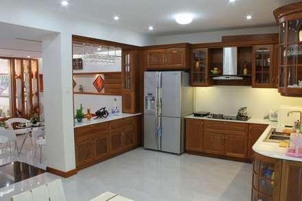 Thiết Kế Nhà Phố 3 Tầng Đẹp 5x20m Có Hầm Gara Rộng Rãi:  Tủ bếp by Công ty TNHH Xây Dựng TM – DV Song Phát