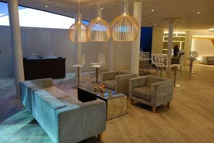 Lobby / Bar: Hotéis  por Alpha Details