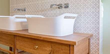 Modernisierung Fachwerkhaus: landhausstil Badezimmer von Innenarchitekturinsel