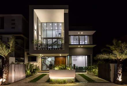 Sky Box House:  Single family home by Garg Architects