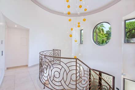 Escadaria : Escadas  por Gibson- Luxury Lifestyle