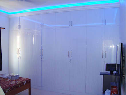RESIDENT INTERIOR: classic Media room by Inshows Displays Private Limited