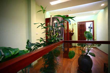 Ngạc Nhiên Với Thiết Kế Nhà Phố 26m2 Nhỏ Mà Vẫn Xinh:  Hiên, sân thượng by Công ty TNHH Xây Dựng TM – DV Song Phát