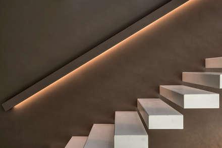 Casa GB: Scale in stile  di Elia Falaschi Photographer