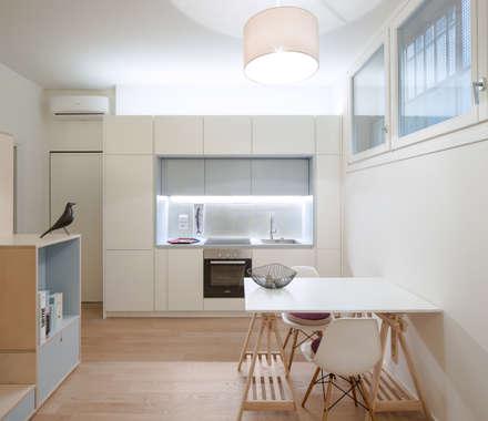 Angolo cucina-pranzo: Cucina in stile in stile Scandinavo di PLUS ULTRA studio