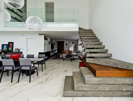 Escaleras de estilo  de Espaço do Traço arquitetura