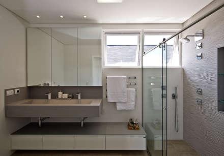 minimalistic Bathroom by Espaço do Traço arquitetura