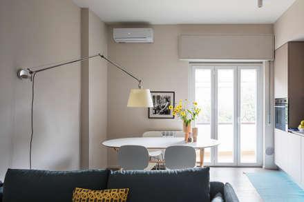 Pranzo: Sala da pranzo in stile in stile Eclettico di Euga Design Studio