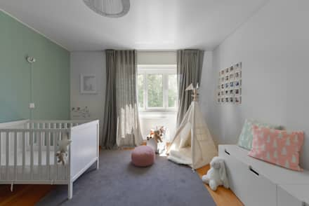 Juno's House:  Baby room by Mónica Parreira Design Interiores