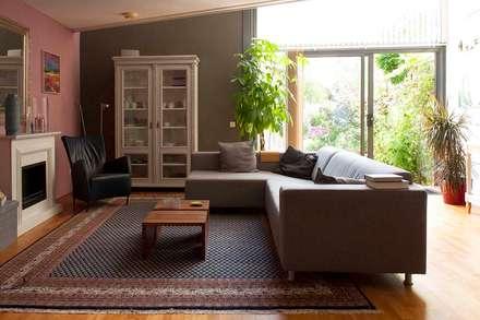 Interieurplan voor een woonkamer in Oegstgeest: eclectische Woonkamer door Regina Dijkstra Design