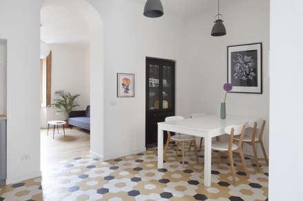 No. Lo. Flat: Sala da pranzo in stile in stile Scandinavo di Filippo Colombetti, Architetto
