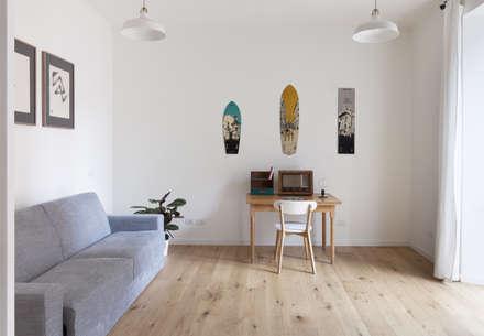 No. Lo. Flat: Studio in stile in stile Scandinavo di Filippo Colombetti, Architetto