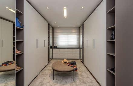 Closet: Closets modernos por Espaço do Traço arquitetura
