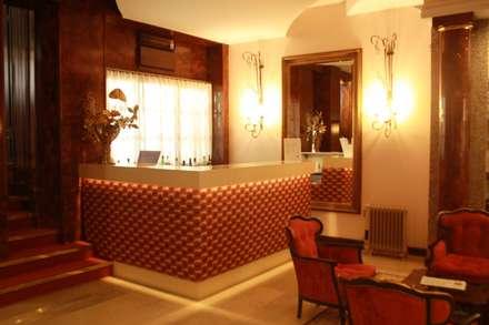 HOTEL AFONSO V - AVEIRO - LUX CONCEPT: Hotéis  por Lux Concept - Iluminação LED