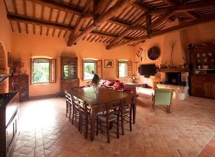 Villa Privata: Pavimento in stile  di Cotto Antiqua
