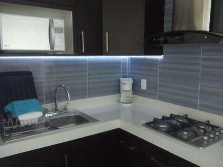 Kitchen units by Maref Arquitectos