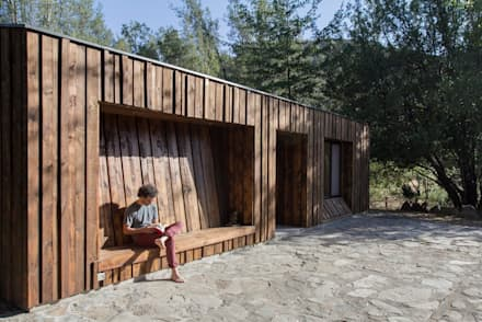Wooden houses by Crescente Böhme Arquitectos