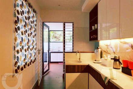 tropische Küche von inDfinity Design (M) SDN BHD