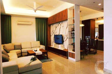 tropische Wohnzimmer von inDfinity Design (M) SDN BHD