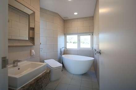 욕실: 인문학적인집짓기의  화장실