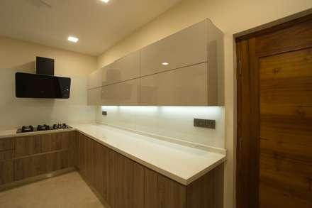 kitchen supplied by veneta cuccina: modern Kitchen by Hasta architects