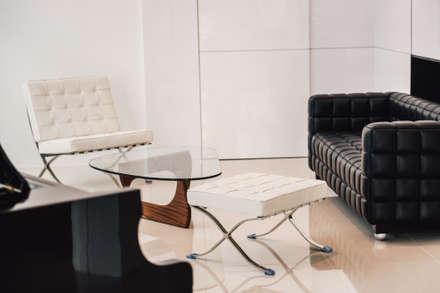 Vintage Modern: modern Living room by J Hous Studio