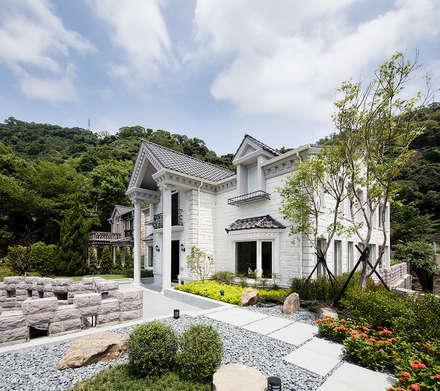 天母泳池別墅會所:  庭院 by 空間制作所