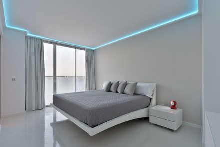 Dormitorio: Dormitorios de estilo minimalista de HTH DESIGN