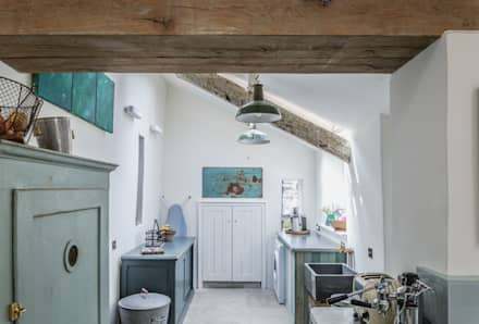 Award-Winning Listed Building Renovation : rustic Kitchen by Living Space Architects