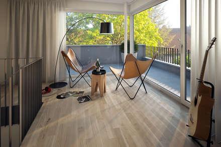 Dachstudio in Unterhaching: moderne Arbeitszimmer von winhard 3D