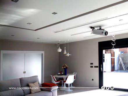 Chalet: Salas multimedia de estilo minimalista de Coccolarvi