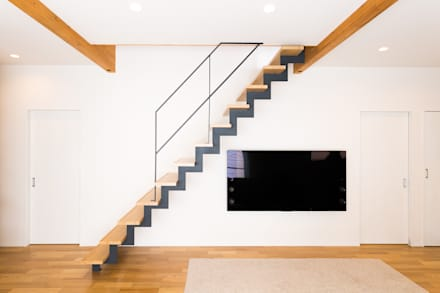 空間にインパクトを与えるサンダー階段: LobeSquareが手掛けた階段です。
