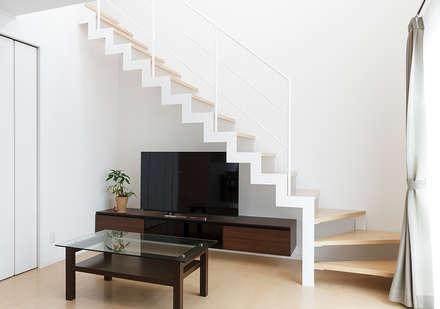 インパクトのある存在感。サンダータイプの階段: LobeSquareが手掛けた階段です。