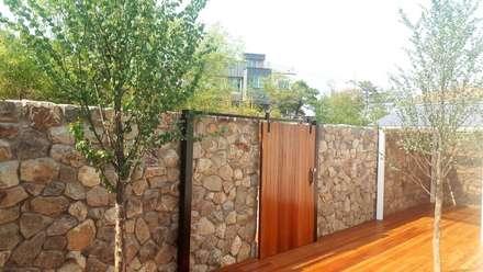 Jardines de estilo rústico por (주)더숲