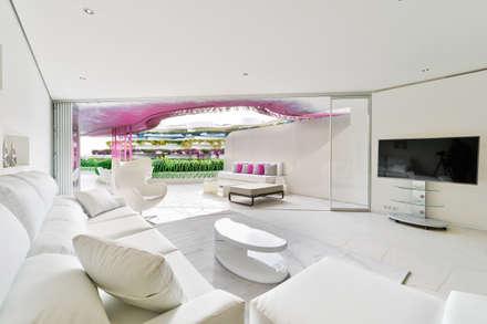 Living room: Comedores de estilo minimalista de HTH DESIGN