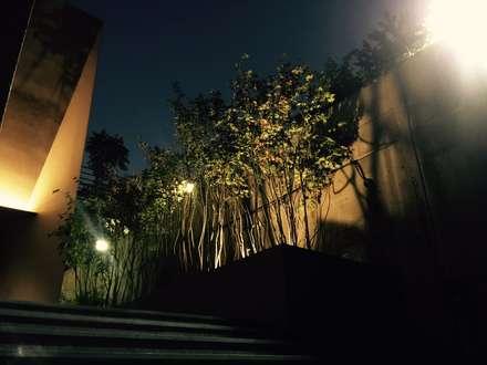 주택정원_나인원 한남 샘플하우스  정원: (주)더숲의  전시장