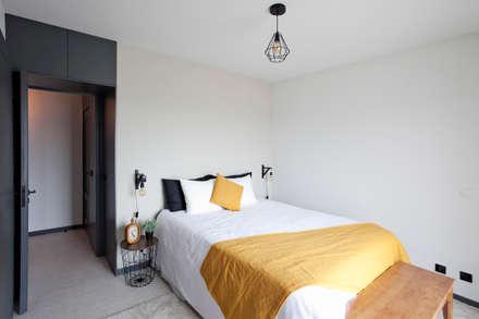 Apartamento EL.P - Remodelação: Quartos industriais por A2OFFICE