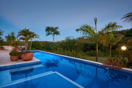Kolam renang halaman by Maria Luiza Aceituno arquitetos