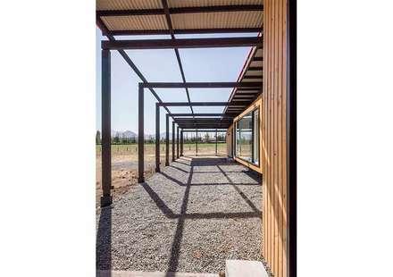 Casa Picarquín: Jardines de invierno de estilo minimalista por Crescente Böhme Arquitectos