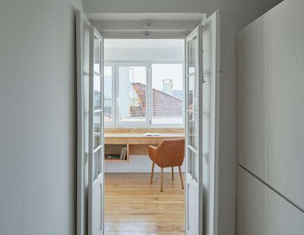 Dom Vasco: Escritórios e Espaços de trabalho  por arriba architects