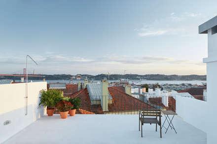 Dom Vasco: Terraços  por arriba architects
