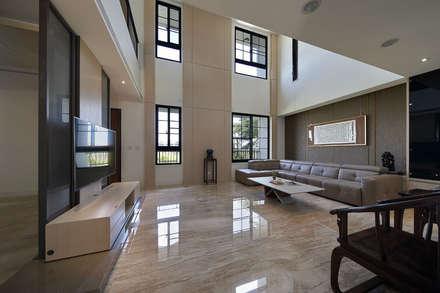 asian Living room by 夏川空間設計工作室