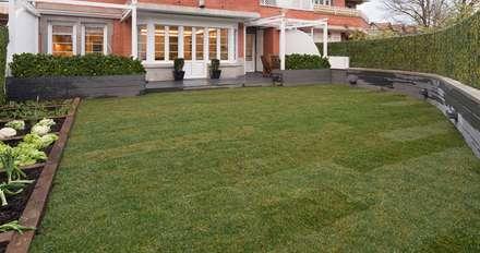 Reforma integral en Neguri: Jardines de estilo clásico de Gumuzio&PRADA diseño e interiorismo