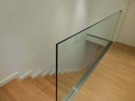 Escalera: Escaleras de estilo  de Carmen Giner Arquitectura