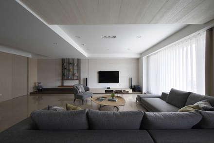 scandinavian Media room by 夏川空間設計工作室