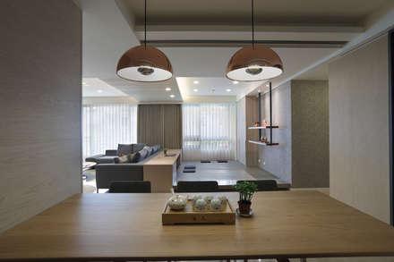 <大樓-3+1房2廳>度假感住宅 貼心三代機能需求:  嬰兒/兒童房 by 夏川空間設計工作室