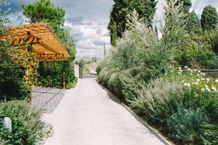 Carport by Morelli & Ruggeri Architetti