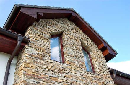 Fassade - Modern Rustic: rustikale Häuser von Tschechische Steinmetze
