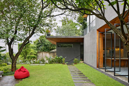 House of Inside and Outside: tropical Houses by Tamara Wibowo Architects